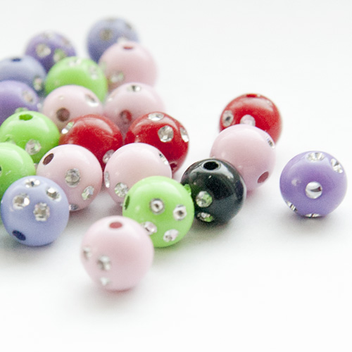 53 stycken färgglada pärlor med strass