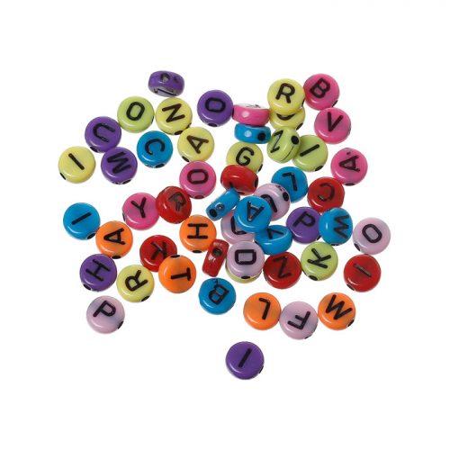 Färgglada bokstavspärlor
