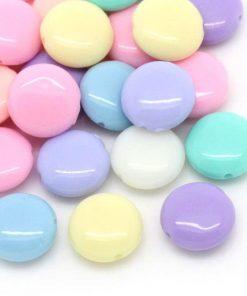 100 stycken platta pärlor i glada färger