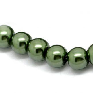 Grön glaspärlor på sträng 8 mm cirka 110 stycken