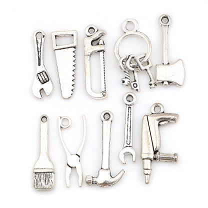 Mix av olika hängen till smycketillverkning