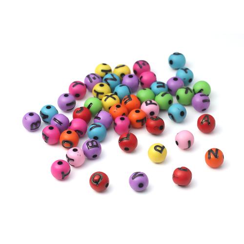 Runda bokstavspärlor i blandade färger